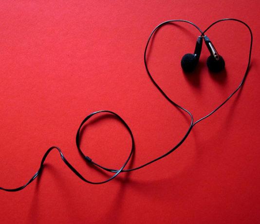 Słuchawki nauszne czy douszne – które wybrać?